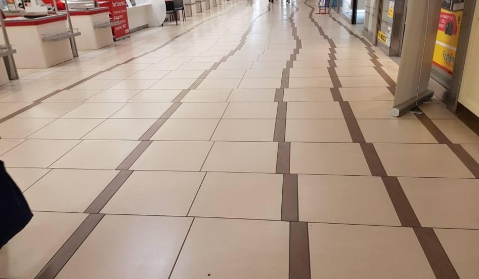 Podłoga Auchan Gdańsk (Źródło: trojmiasto.pl)