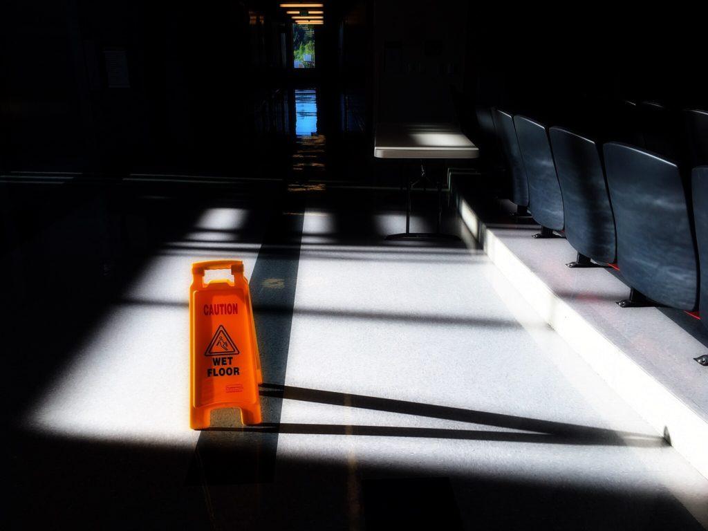 Mycie podłogi epidemia